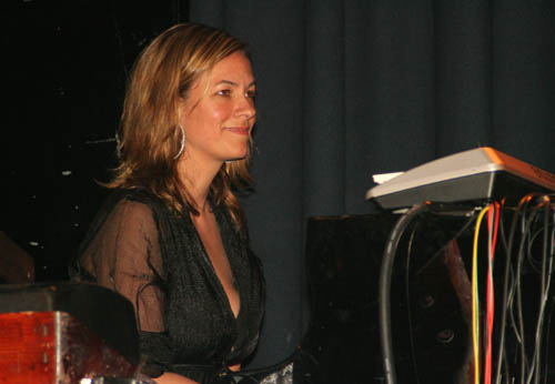 http://www.eric-photo.dk/ManuelaLaerke_10-06-2005/101-0112.jpg